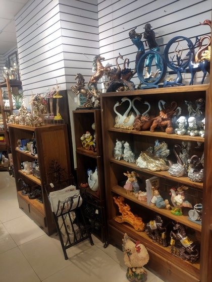 9136 SHZM Home Decor Giftware Factory Wholesale Supplier in Yiwu China. Showroom 013