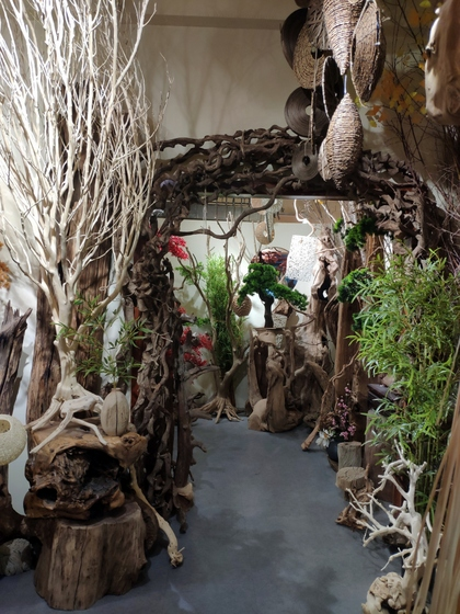 9141 SHAMU Pine Trees Carving Showroom 008