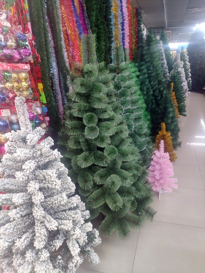 9151B HENGXIN Christmas Trees Factory Wholesale Supplier in Yiwu China. Showroom 003