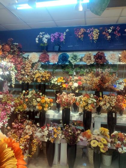 9152 XILUNAI Floral Factory Wholesale Supplier. Showroom 000