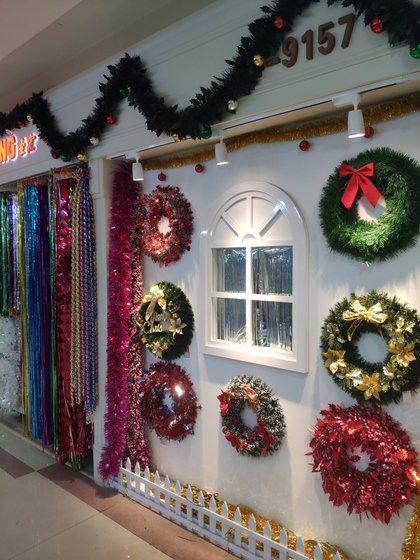 9157 ShengHong Christmas Stripes & Garlands