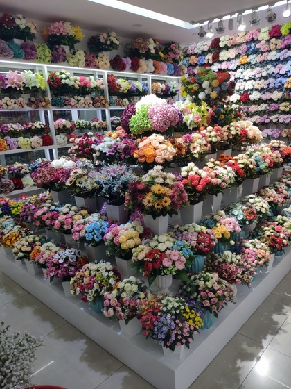 9159 LiLi Flowers Showroom 001