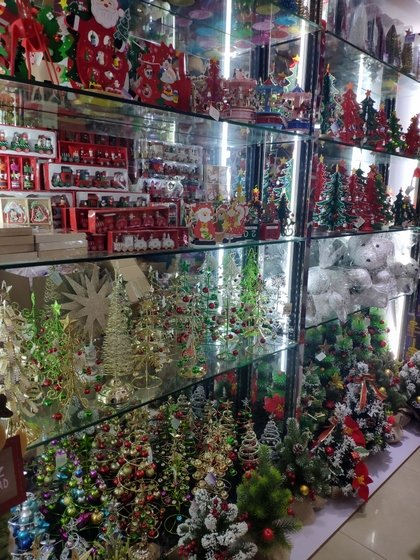 9160 Sun And Moon Christmas Products Showroom 003