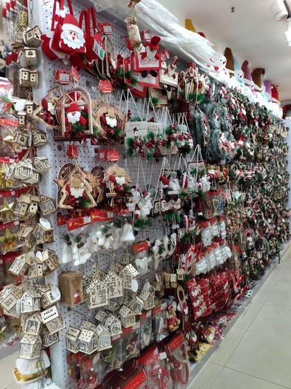 9185 XingDa Christmas Crafts Showroom 004