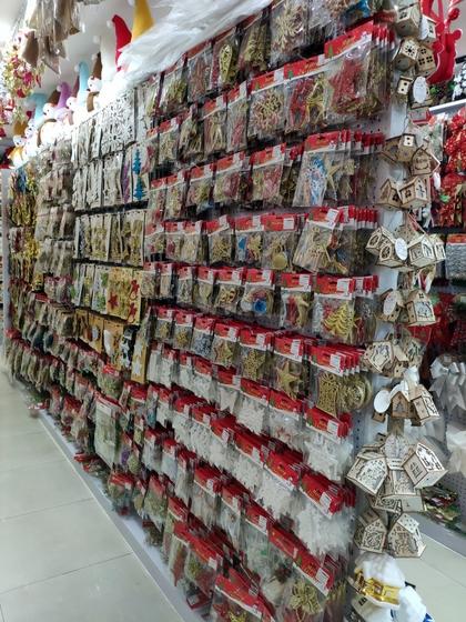 9185 XingDa Christmas Crafts Showroom 007
