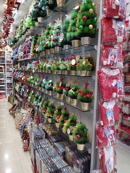 9185 XingDa Christmas Crafts Showroom 008