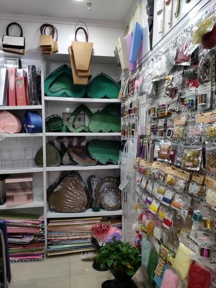 9193 Flower Package Supplies & Accessories Showroom 007