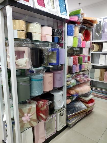 9193 Flower Package Supplies & Accessories Showroom 008