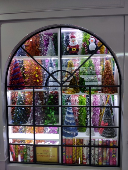 9195 HuanDi Festival Hanging Stripes Showroom 004