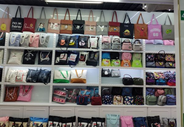 Dollar store bags wholesale in Yiwu market