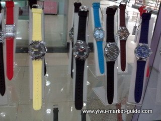 Men silicone band watches wholesale in Yiwu market