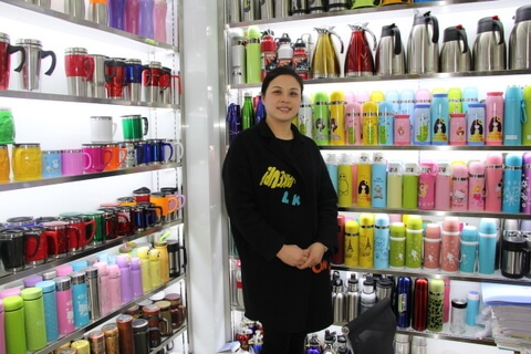 Cheap Promotional Cup Showroom in Yiwu China