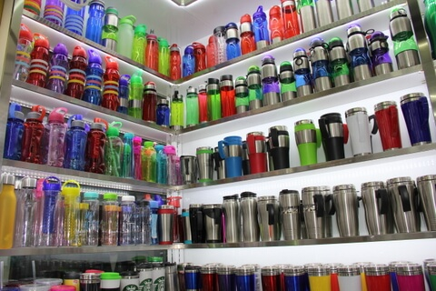 Cheap Promotional Cup Showroom in Yiwu China 01