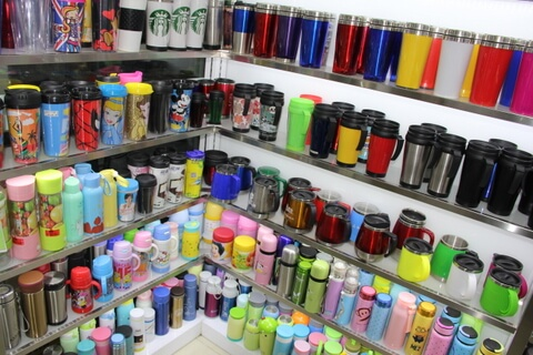 Cheap Promotional Cup Showroom in Yiwu China 02