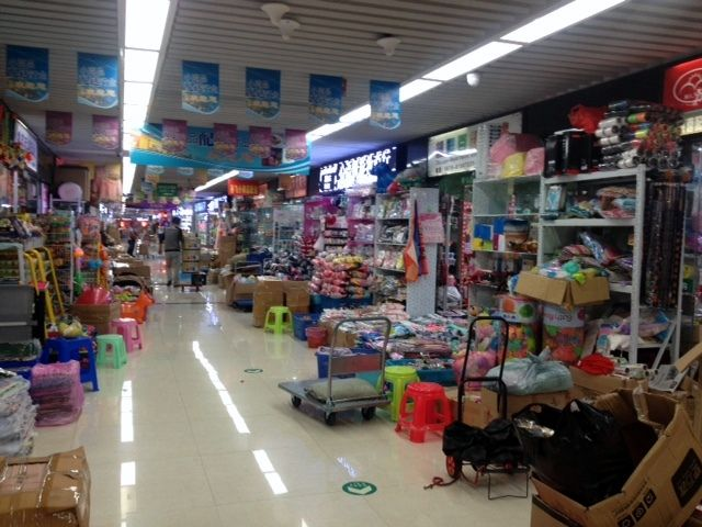 Yiwu Dollar / Pound Items Market