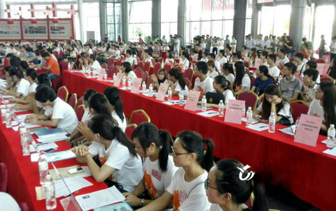 A recruitment fair in Yiwu. Each year, over 600,000 people come to work in Yiwu.